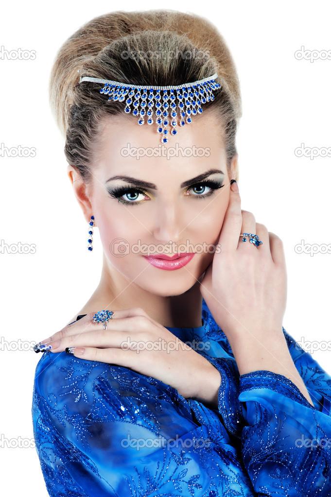 Maquillaje para la noche vestido azul