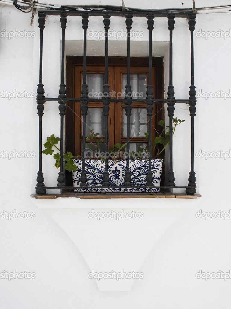 Fen tre avec grille en fer forg en espagne photographie antonio2206 35979813 for Design fer forge fenetre