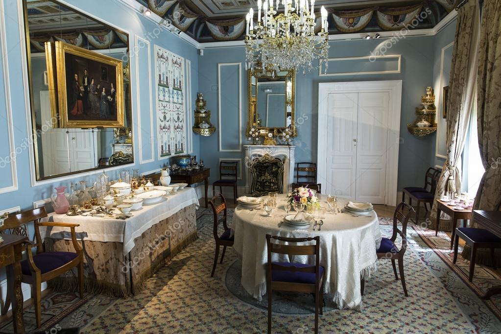 salle manger de style victorien attend les invits image de antonio2206