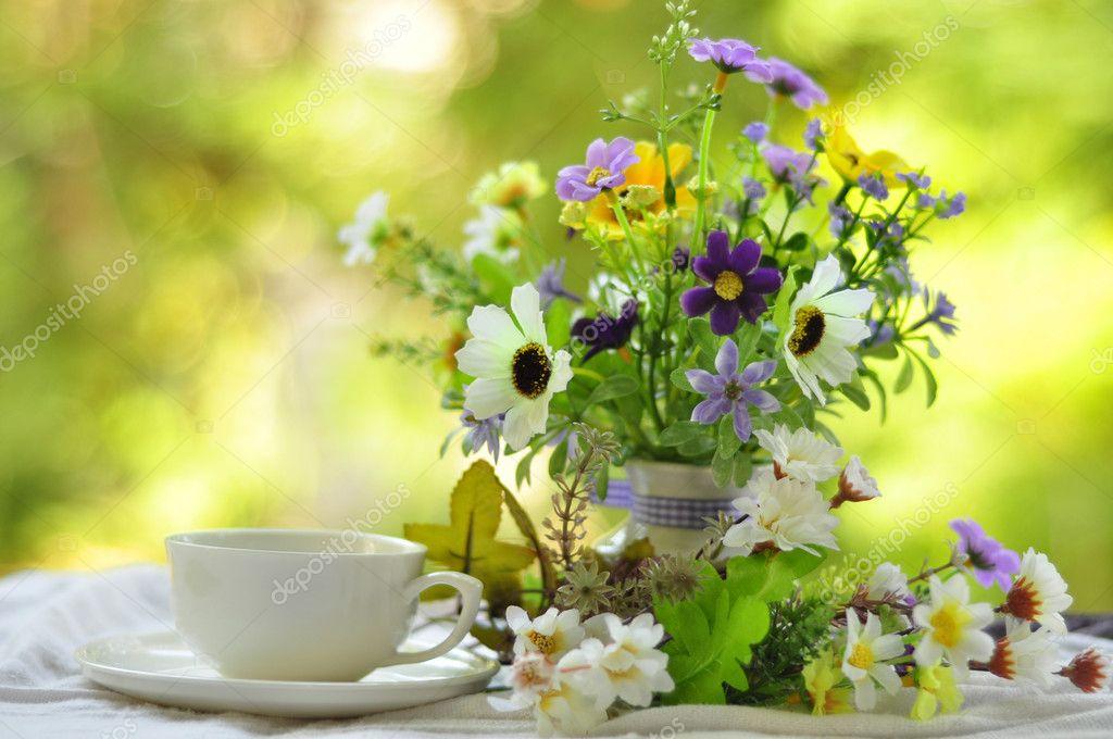 Buongiorno con bouquet di fiori — Foto Stock © pimnana