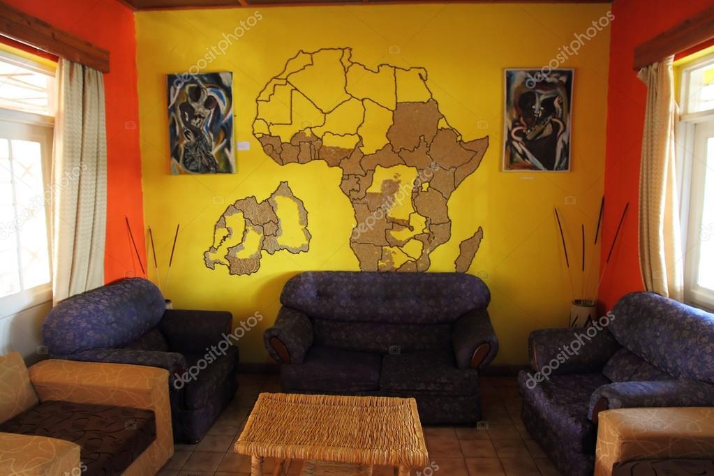 Salle De Séjour Sur Le Thème Africain Avec Peinture Murale