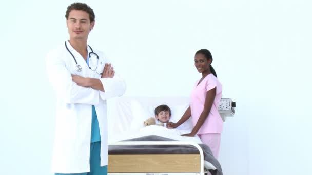 Парень на осмотре у русских медсестер