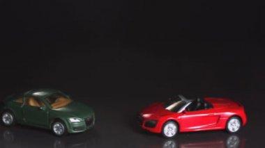 Verde Vídeo Stock De Chocar — Juguete Coche Rojo Auto e2EHWI9DYb