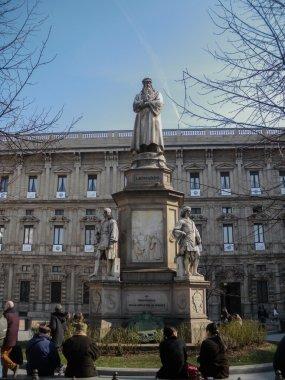Statue of Leonardo da Vinci at the Piazza della Scala in Milan, Italy