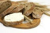Tradiční čerstvě upečený chléb s mandlemi