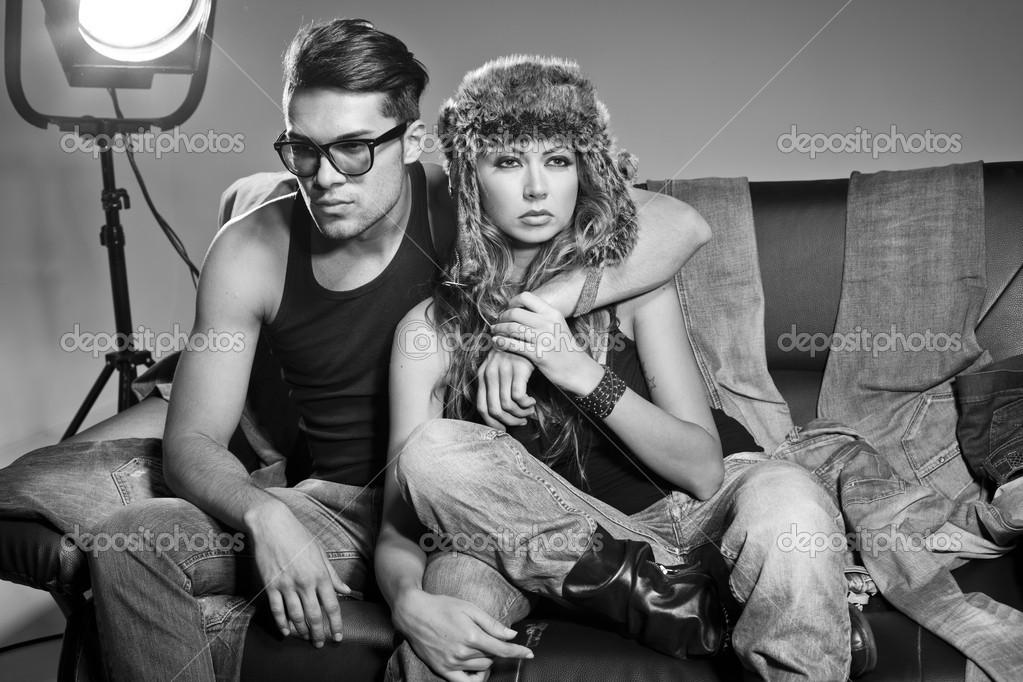 Сует палец сексуальный мужик и женщина фото