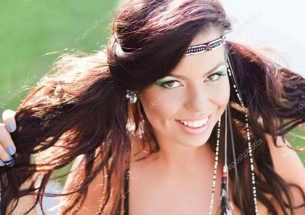 femme belle hippie souriant maquillage color port naturel photographie matusciac 21455831. Black Bedroom Furniture Sets. Home Design Ideas