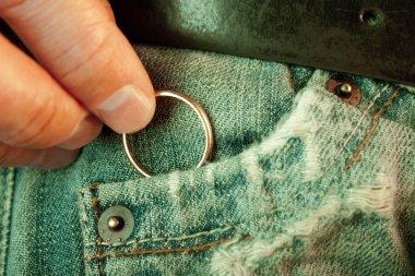 Hiding a golden ring