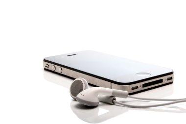 Iphone 4S and earphones
