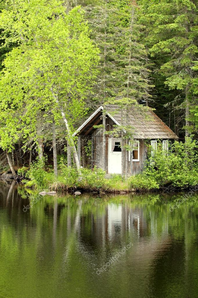 kleines Haus am See — Stockfoto © gdvcom #21746203