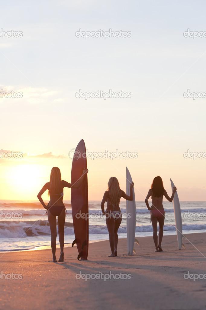 Al Bikinis Tablas La De Con Mujeres En Playa Surfistas Surf SzMpUV