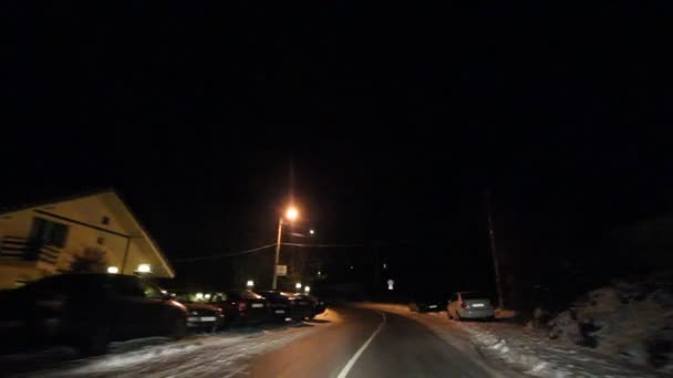 horská silnice na zimní noci