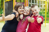 Fotografia bambini mostrando segno ok