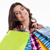 šťastná žena držící multi barevné nákupní tašky