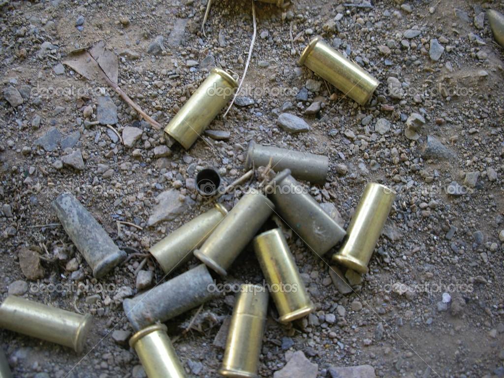 Resultado de imagem para fotos de capsulas de bala nas ruas