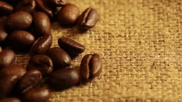 režného plátna a zrnkové kávy. makro