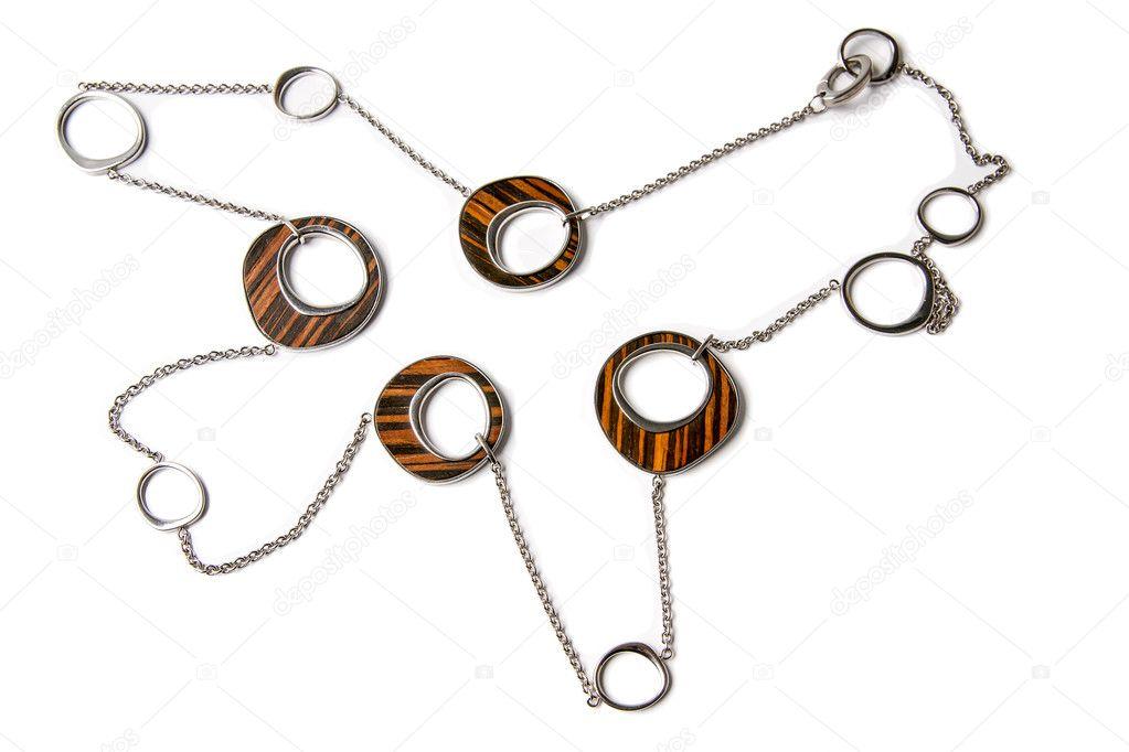 77c54d480 kov a dřevo náhrdelník izolovaných na bílém — Stock Fotografie ...