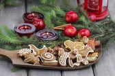 Lebkuchen auf dem Weihnachtstisch. Nahaufnahme.