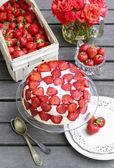 Erdbeerkuchen auf Kuchen-stand