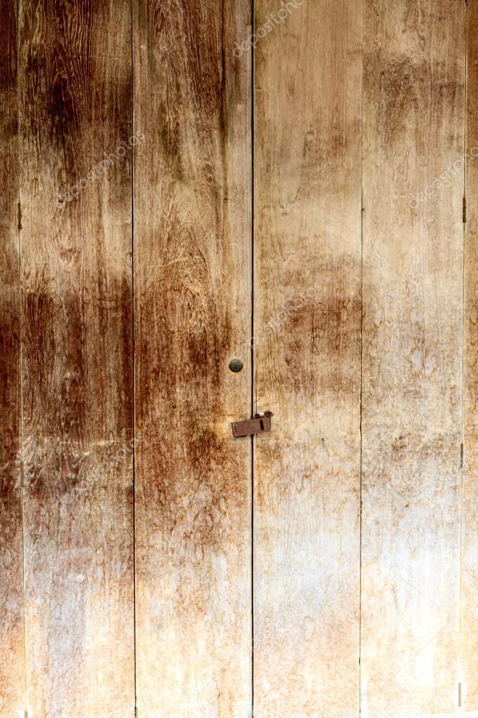 The old wood door