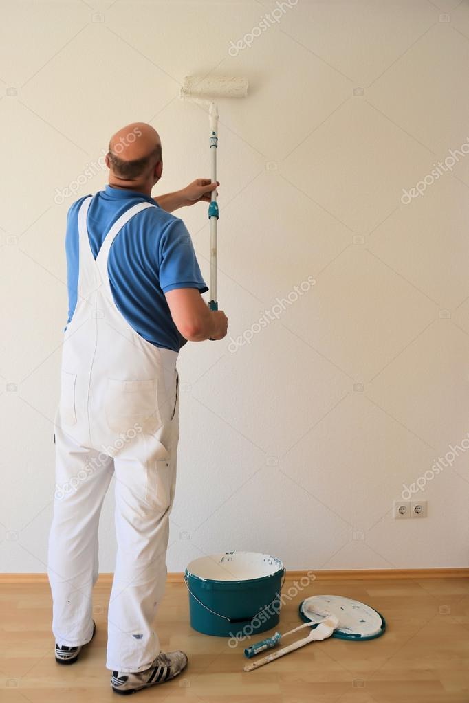 Maler bei der arbeit  ein Maler bei der Arbeit auf einer Baustelle — Stockfoto © heiko119 ...