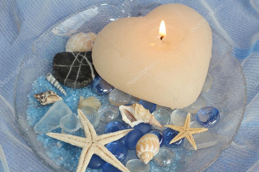 arredo bagno con pesci stelle, brocche in vetro e conchiglie ... - Arredo Bagno Stock