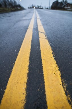 Yellow street lines (double)