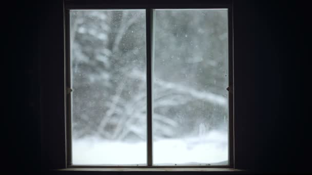 Sněhová bouře pohled oknem