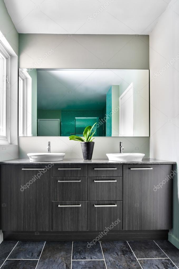 moderne badkamer met behulp van zachte groene pastel kleuren ...