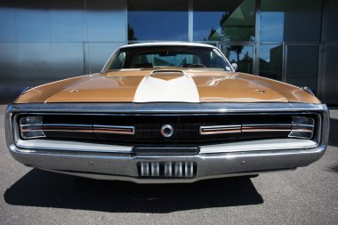 American Classic Car, Front View