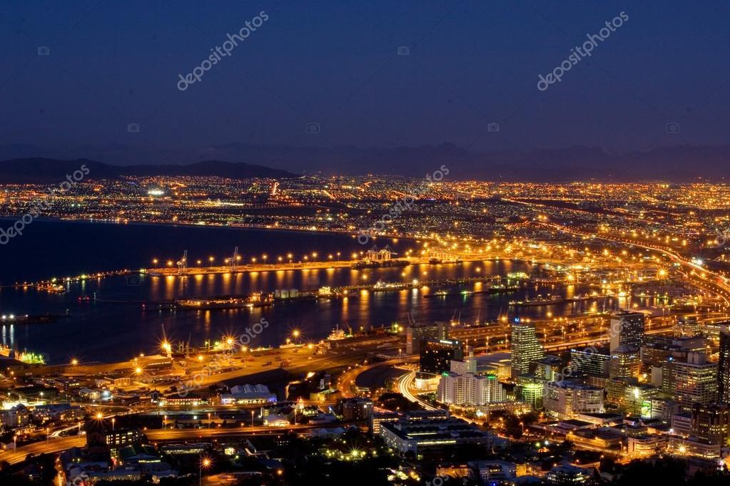 Veiw di notte di cape town sud africa foto stock for Sud africa immagini