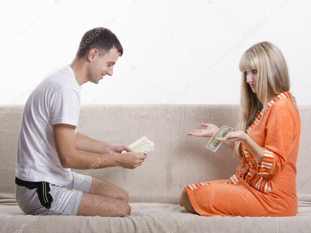 Жена с мужем дают другу фото 725-152