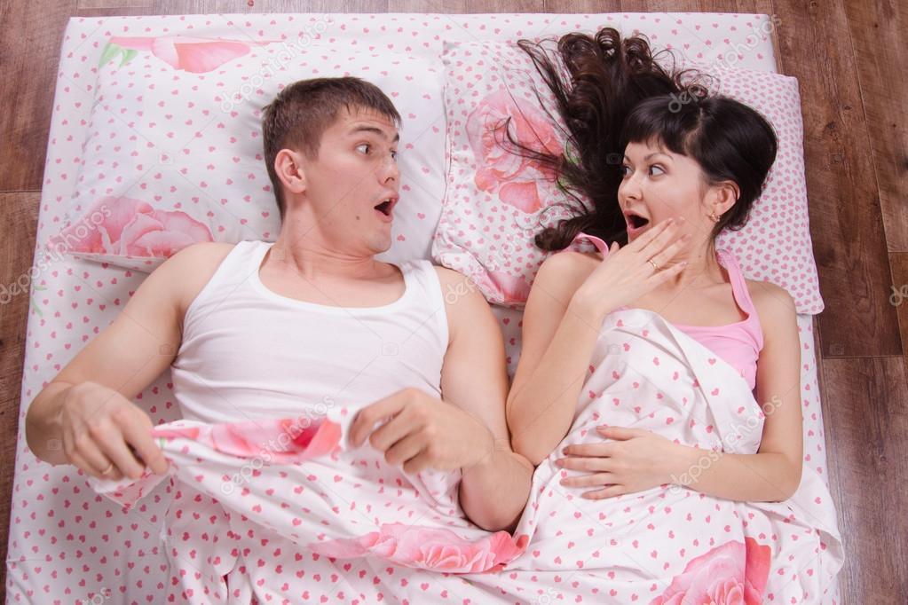Видео секс сын трахает мать в постели