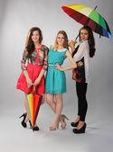 három gyönyörű lány készen áll a repülésre