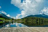 Fotografie von der Schwarzsee in Österreich mit Spiegelbild der Landschaft Wharf