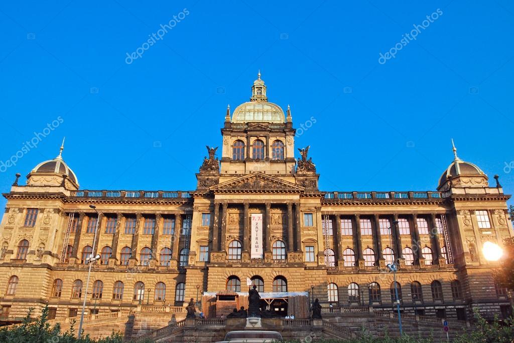 A prágai Nemzeti Múzeum főépület — Stock Fotó