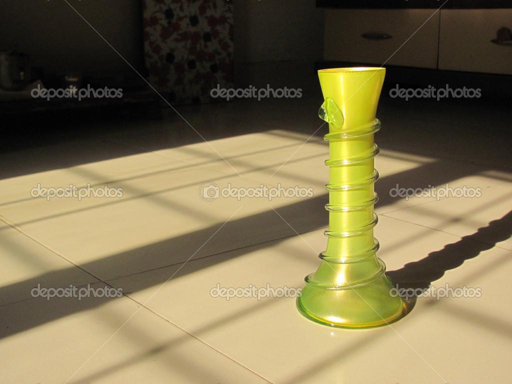 Bloempot Met Licht : Bloempot in licht u2014 stockfoto © sangy #32256619