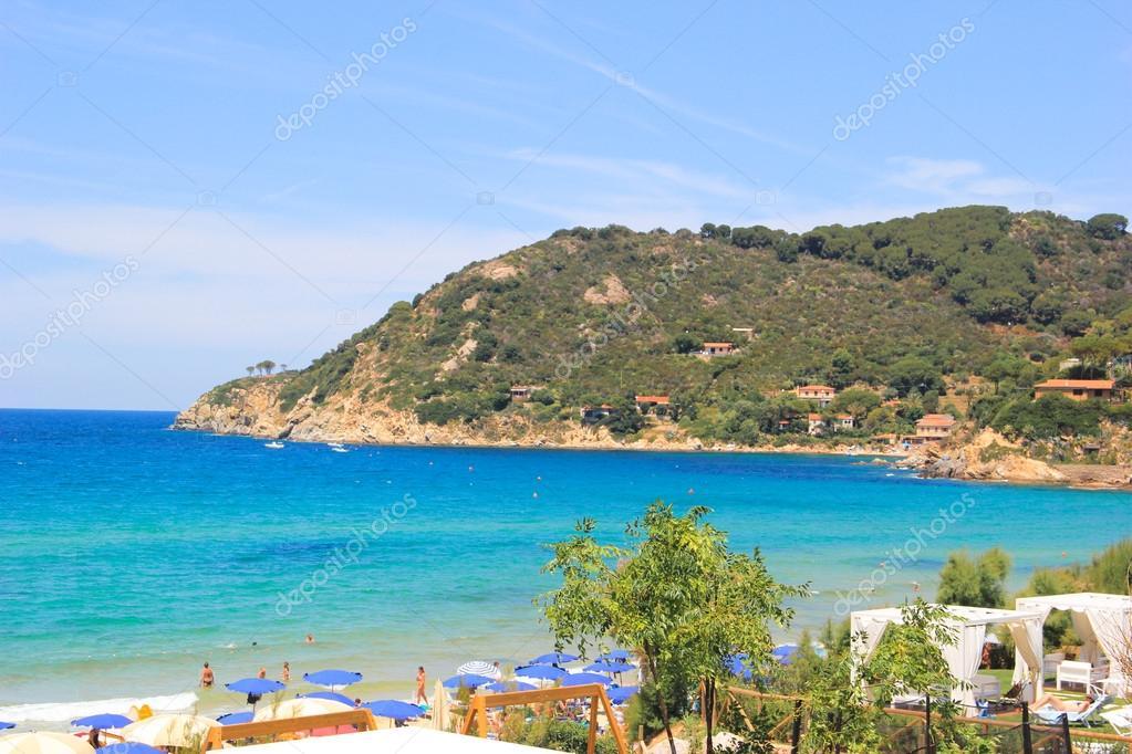 Souvent Rocher dans une mer bleue. Plage de Sansone. Île d'Elbe. Toscane  NH07