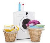 koše na prádlo a pračka