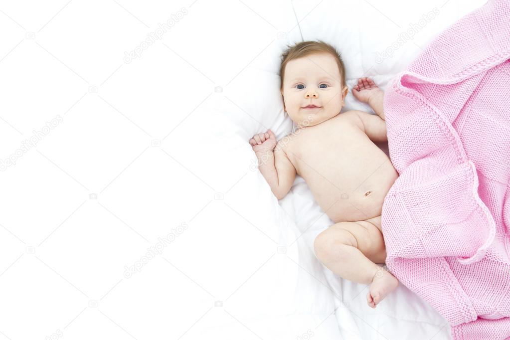 hermoso bebé en la cama — Fotos de Stock © giorgiomtb #22803996