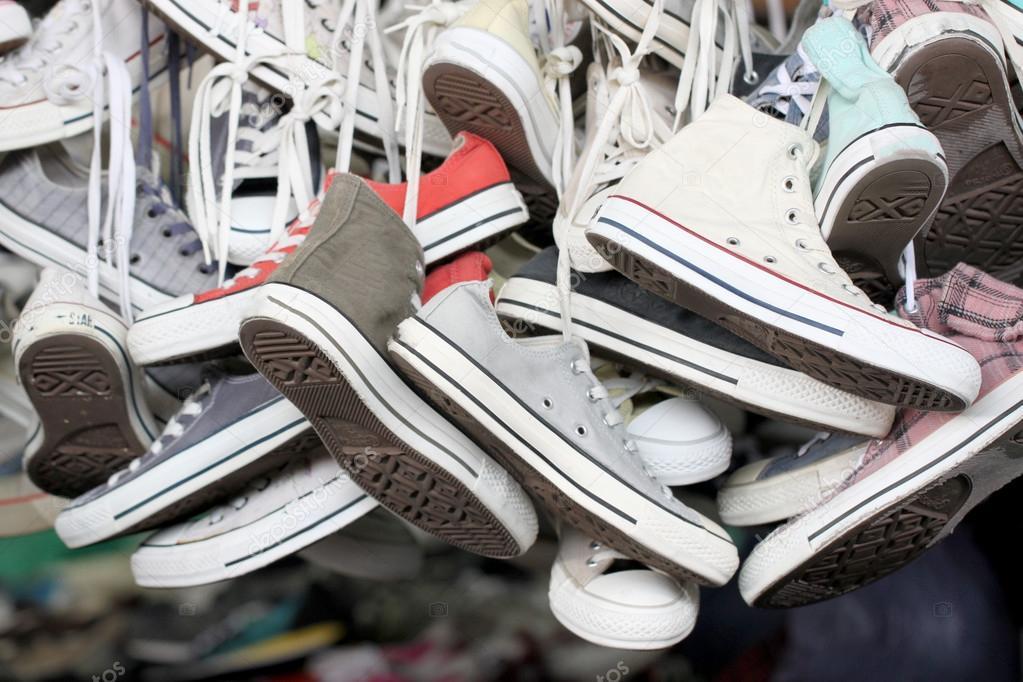 9f59eec8 zapatillas zapatos de segunda mano — Foto de stock © meepoohyaphoto ...