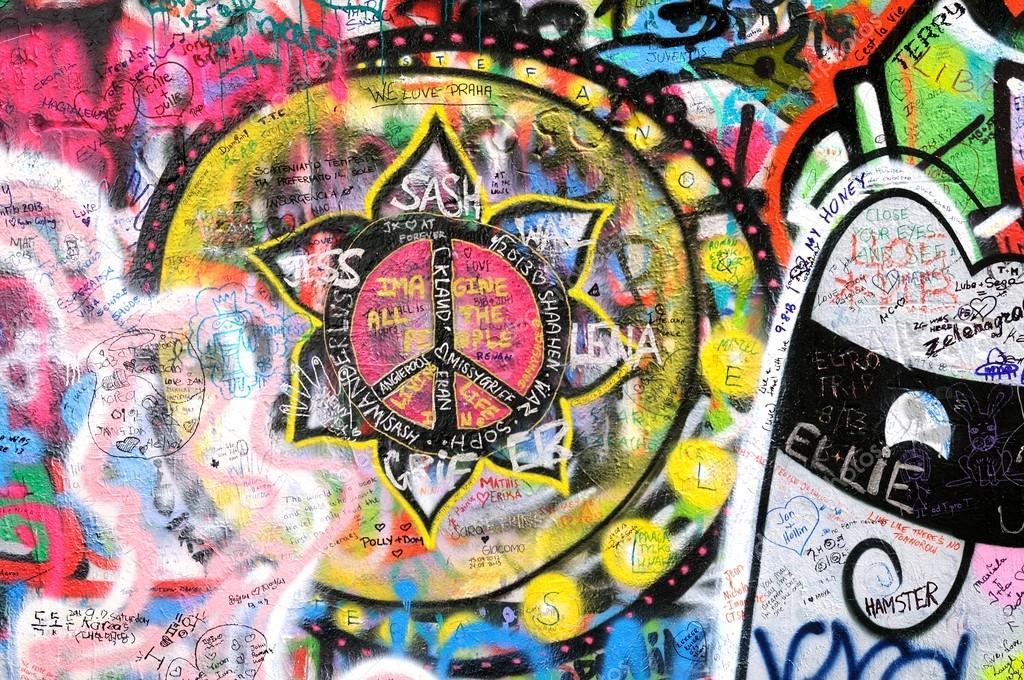 colorido graffiti en el john lennon de la pared en praga u fotografa editorial de stock