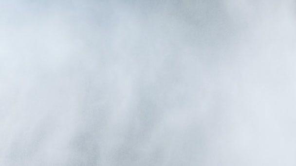 vodní mlha jako kapky v vzduchu proti blackscreen