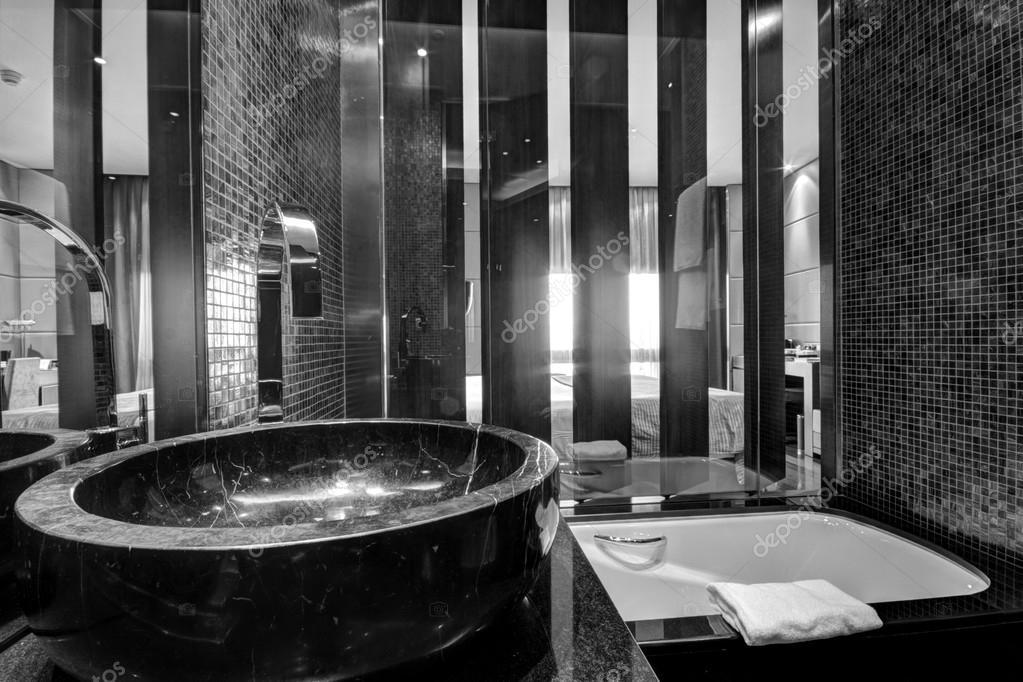 Bagni In Marmo Nero : Lavello marmo nero con cromata rubinetto in bagno u foto stock