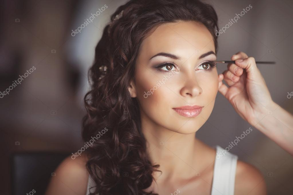 Beautiful bride with wedding makeup and hairstyle