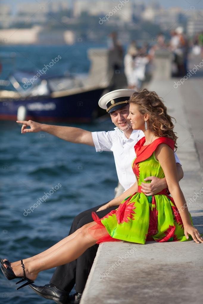 https://st.depositphotos.com/2198112/3265/i/950/depositphotos_32655427-stock-photo-military-seaman-and-his-girlfriend.jpg