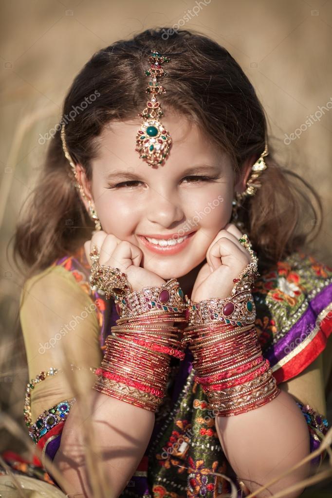 Indischer schmuck  in indischen Schmuck — Stockfoto #35421361