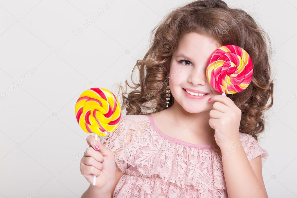 giving kids candy is anything but sweet essay Learn how to get kids to eat healthy with 8 little known tips and tricks while keeping your sanity yeah, i know that seems impossible but there is a way, in fact i've got 8 little known strategies to help your child that won't eat anything but junk food begin eating other foods that won't stress anyone out.