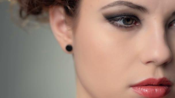 Close-up polovinu tváře portrét krásné ženy