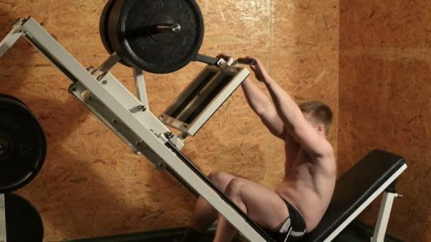 zdravý svalnatý muž